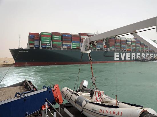 Ответственность за ЧП в Суэцком канале частично возложили на капитана
