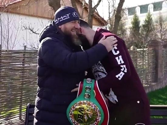 Кадыров раздал автомобили Mersedes лучшим бойцам «Ахмат»
