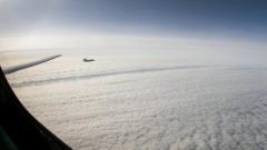 Минобороны РФ показало кадры полета Ту-160 над Арктикой