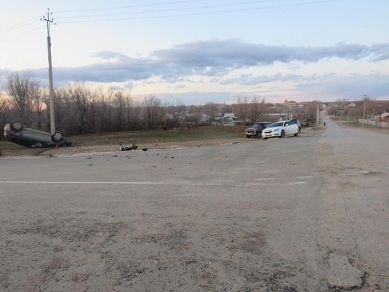В калмыцком районе столкнулись автомобиль с мотоциклом