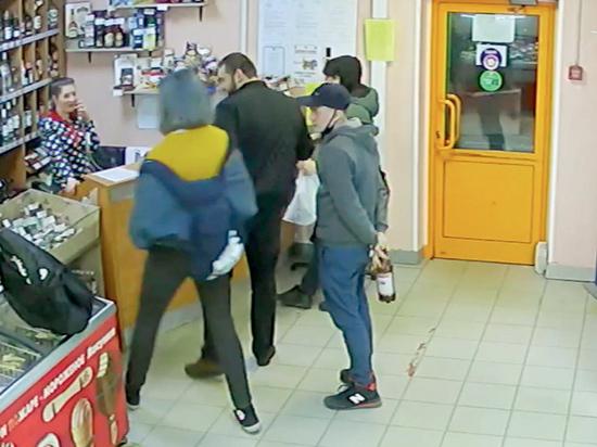 На 16-летнего юношу набросились двое мужчин