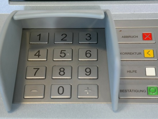 В Барнауле трое мужчин вскрыли банкомат и украли 3,4 млн рублей