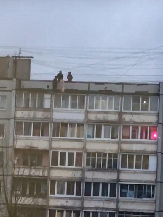 В Твери дети рисковали жизнями на крыше дома