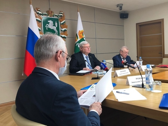 Томский губернатор Жвачкин вакцинировался от COVID-19