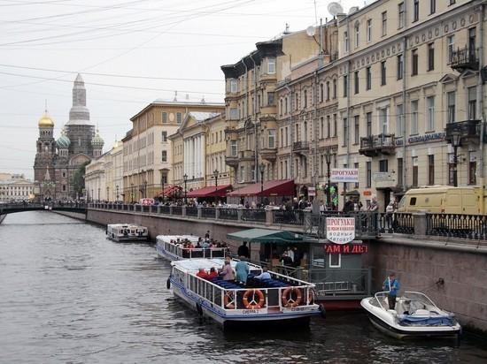 Без перчаток и на воздухе: петербургские рестораны готовятся к туристическому сезону