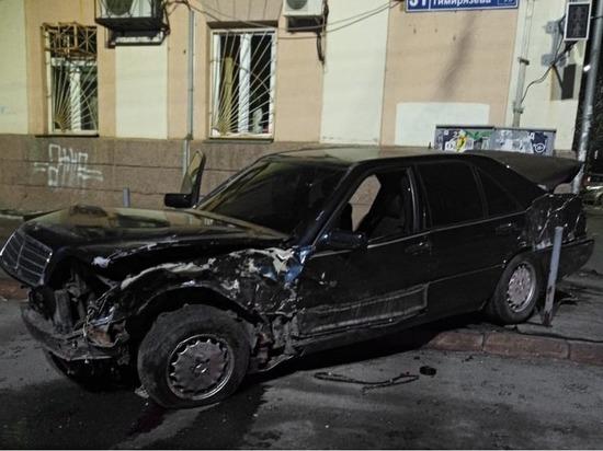 В Челябинске в ДТП с участием такси серьезно пострадала женщина