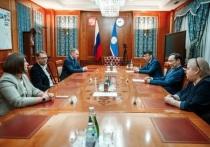 Глава Якутии встретился с организаторами акции «Тотальный диктант»