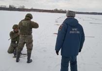 Специалисты инженерно-сапёрной роты взорвали 90 тротиловых шашек на реке Бии.