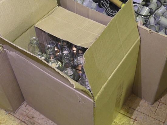 Почти 10 тысяч бутылок паленной водки изъяли на складе под Екатеринбургом