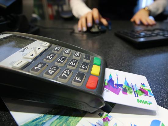 Жители Хакасии стали чаще расплачиваться банковскими картами