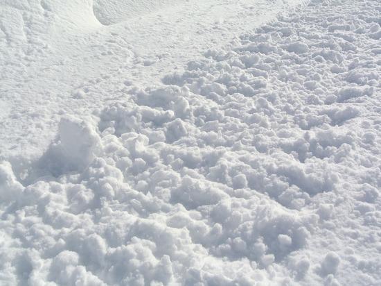 За рухнувший на машины снег оштрафовали сотрудника УК в Томске
