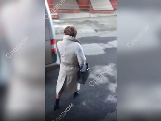 В сети появилось видео задержания представителя губернатора Алтайского края в АКЗС Стеллы Штань