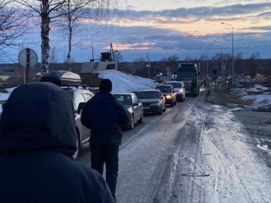 Размытие федеральной трассы в Карелии привело к многокилометровой пробке