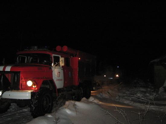 Ночью в Ивановской области сгорел большой нежилой дом