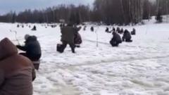 Идет клев; в Ярославской области на водоемах толпы рыбаков, не смотря на тонкий лед