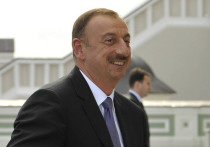 Алиев наградил турецкого производителя дронов Байрактара орденом «Карабах»