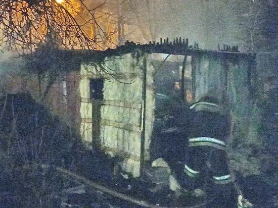 В Смоленском районе полыхала баня и чуть не сгорели жилые дома