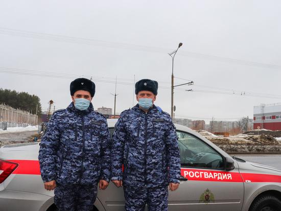 В Йошкар-Оле росгвардейцы помогли водителю и пассажирам маршрутки