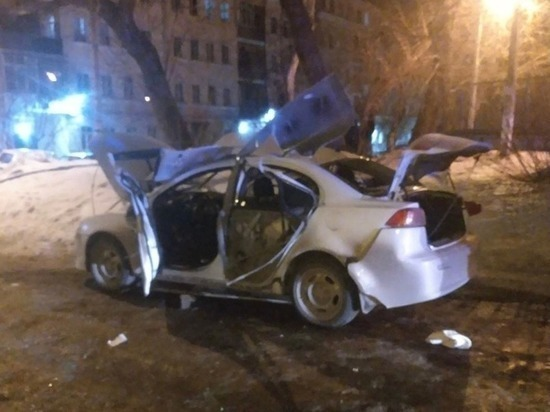 Сотрудник полиции получил ожоги после взрыва автомобиля в Челябинске