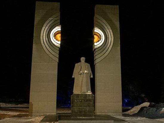В Челябинске установили подсветку на памятнике Курчатову