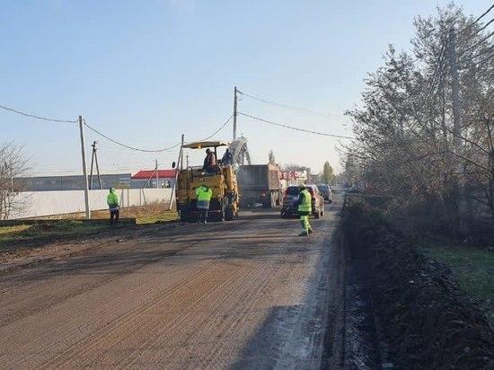 Более 100 участков гравийных дорог отремонтируют в Краснодаре до конца года
