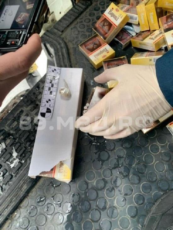 Полицейские поймали в Салехарде получавшего посылку с наркотиками мужчину