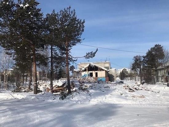Опасные игры детей на развалинах полуснесенного дома беспокоят жителей Ноябрьска