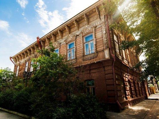 Рабочие незаконно разбирали дом-памятник на Гагарина, 8 в Томске