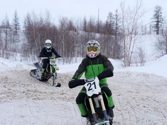 Лучшие снегоходчики России съехались в Новый Уренгой на чемпионат