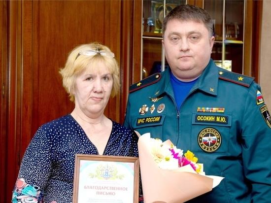 Глава МЧС Ямала поблагодарил жительницу Салехарда за спасение ребенка из горящего дома