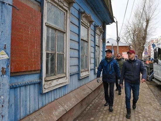 Шапша стал участником субботника у дома Циолковского по Георгиевской
