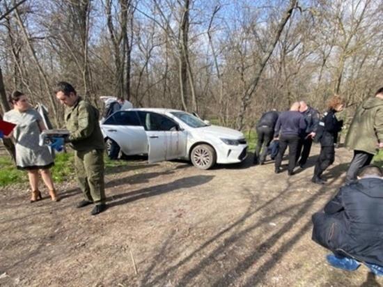 В Кумженской роще Ростова-на-Дону обнаружили окровавленное авто