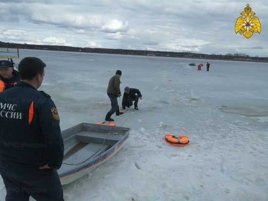 Два рыбака чуть не погибли на озере в Людиново