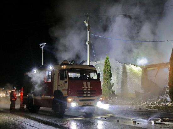 Под Смоленском пожар в гараже уничтожил BMW, Mersedes Benz и Land Rover