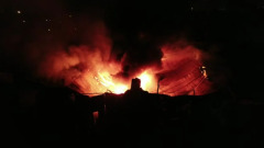 Полыхающий склад макулатуры в Нижнем Новгороде сняли на видео