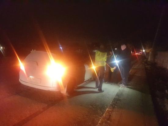 Мужчина и трехлетний ребенок попали под машину в Среднеуральске