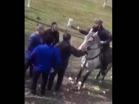 Полиция остановила конный поход чеченцев на Дагестан