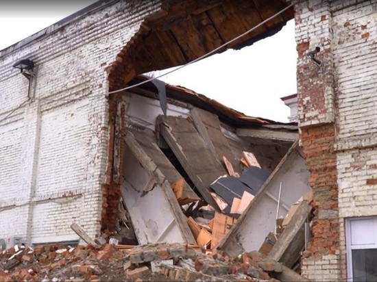 В Междуреченске ученики школы с обрушившейся крышей перейдут на дистанционное обучение
