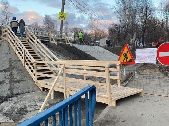 На Дубраве в Калуге на месте обвале грунта для пешеходов построен мостик