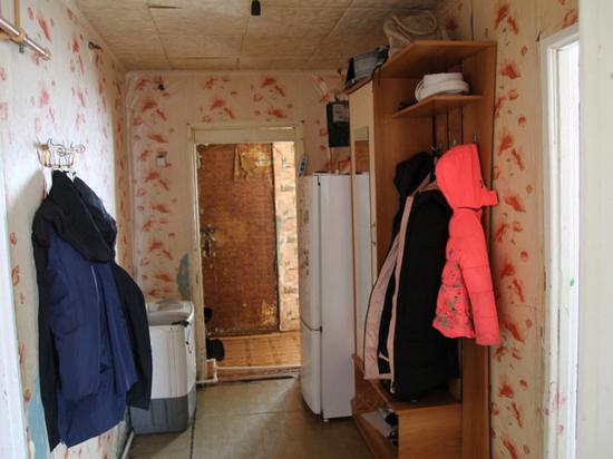 Многодетная семья из Краснохолма не может получить два года дом взамен сгоревшему