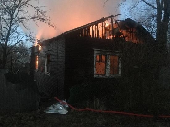 По факту гибели ребенка в пожаре в Смоленской области СК ведет расследование