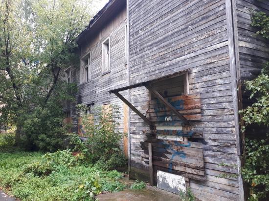 В Петрозаводске снесли заброшенное здание противотуберкулёзного диспансера