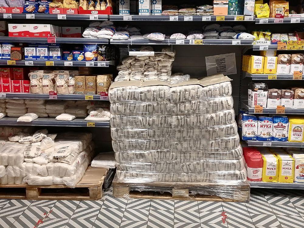 Хватает ли сладкого: что происходит на прилавках в мелких и крупных торговых точках Тулы