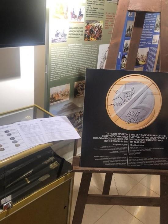 В Калмыкии проходит фотовыставка монет «Истории Победы»