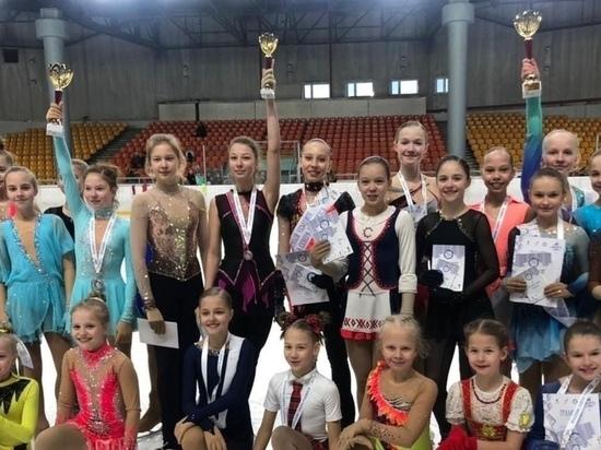 Юные петрозаводчанки привезли девять медалей с соревнований по фигурному катанию