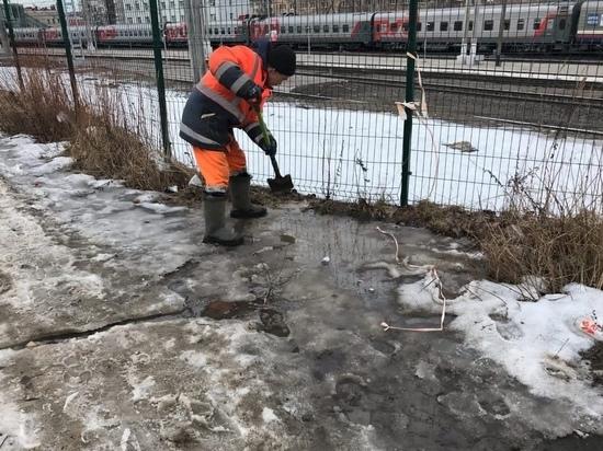 «Служба заказчика» продолжает бороться с талыми водами в Петрозаводске