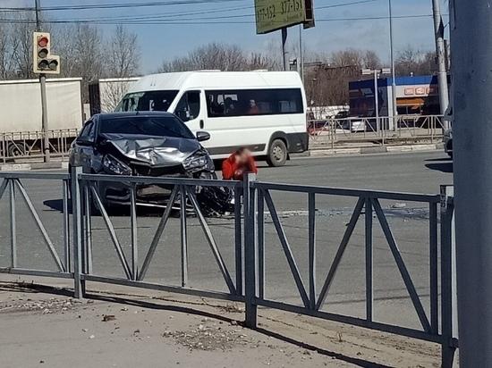 Рядом с Центральным автовокзалом в ДТП пострадал 22-летний водитель