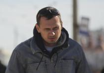 Режиссер Олег Сенцов, освобожденный из «российских застенков» чуть более полутора лет назад, пока радует украинцев не столько своими творческими успехами, сколько громкими «амурными» скандалами