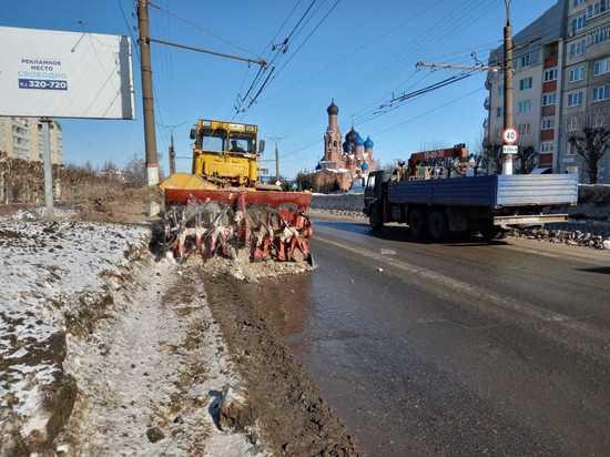В Чебоксарах коммунальщики борются с последствиями обильного снеготаяния