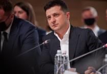 Один шаг осталось сделать Владимиру Зеленскому для того, чтобы окончательно превратиться в брата-близнеца Порошенко